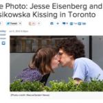 海外ニュース(翻訳)、フェイスブックのマーク・ザッカーバーグを演じたジェシー・アイゼンバーグがミア・ウォシャウスキとキス|グーグルの混乱は終わった(6月10日記事)